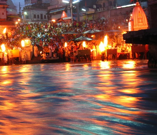package along de sacred rivers of India